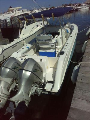 BOSTON WHALER 26 PIES