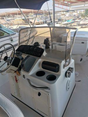 Boston Whaler en venta del año 2001 Dauntless. Motor Evinrude 2 tiempos de 150 hp 2013